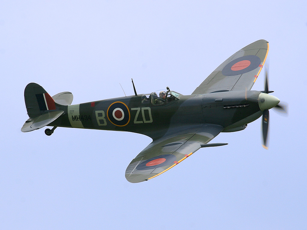 Spitfire LF Mk IX, MH434, flown by Ray Hanna in 2005. This aircraft shot down a Fw 190 in 1943 while serving with 222 Squadron RAF.