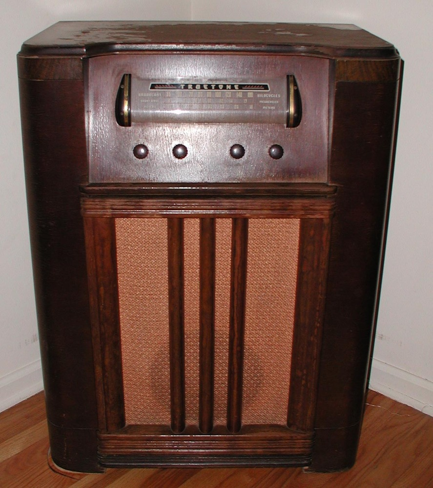 Picture of a Truetone brand old-fashioned radio