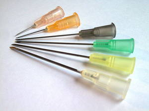 6 hypodermic needles on luer connectors