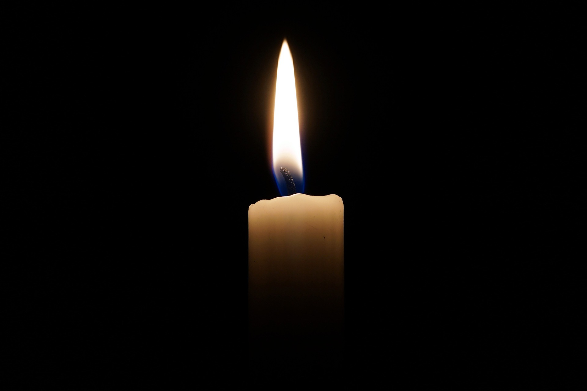 A picture of a candle in the dark