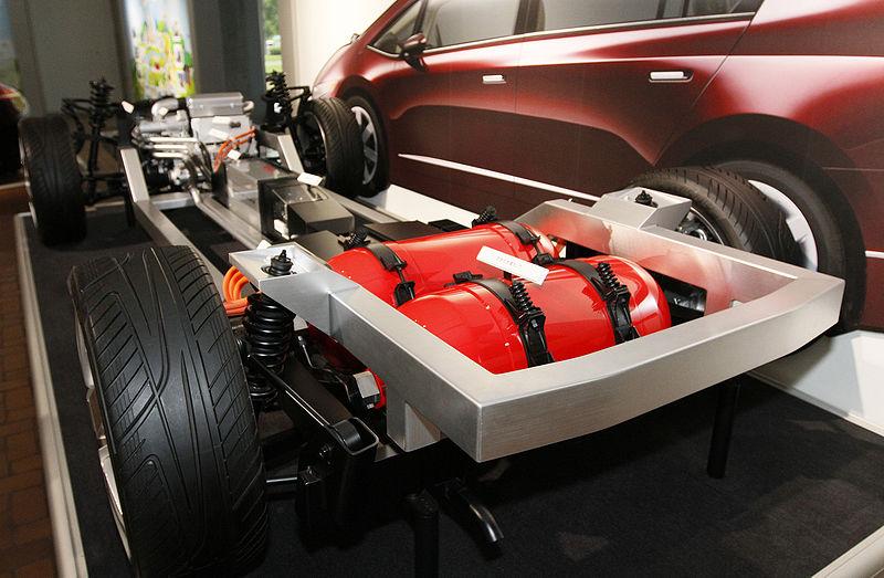 Honda FCX prototype; the V Flow F.C. Platform and the hydrogen tanks.