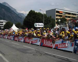 TdF crowd at finish line