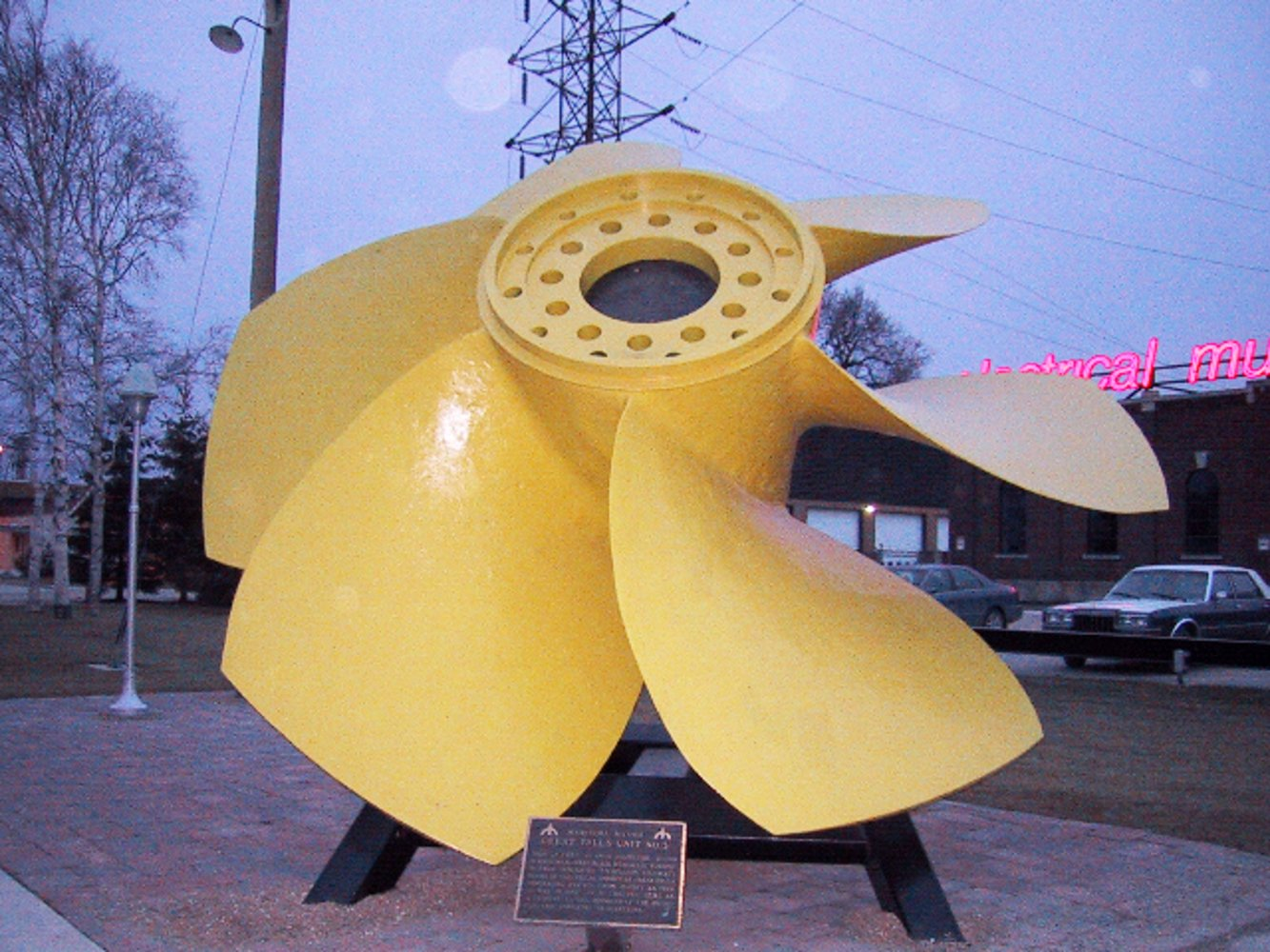 A propeller runner of a hydroelectric turbine