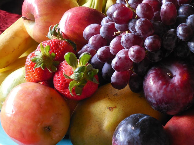 Collection of fruits in a fruit bowl
