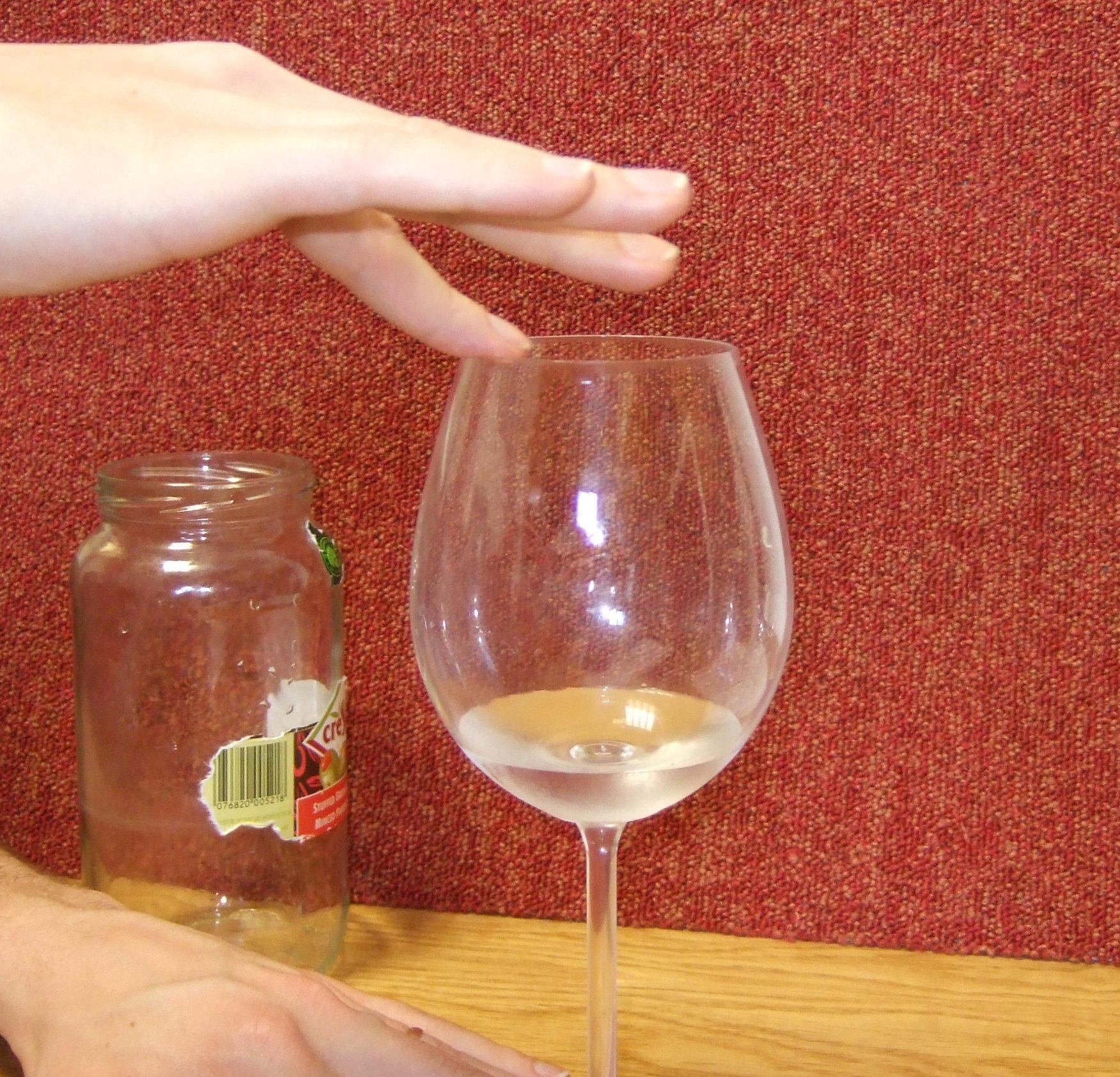 зарубежные пьет сперму с бокала латине