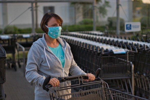 Safe shopping - wearing a facemask