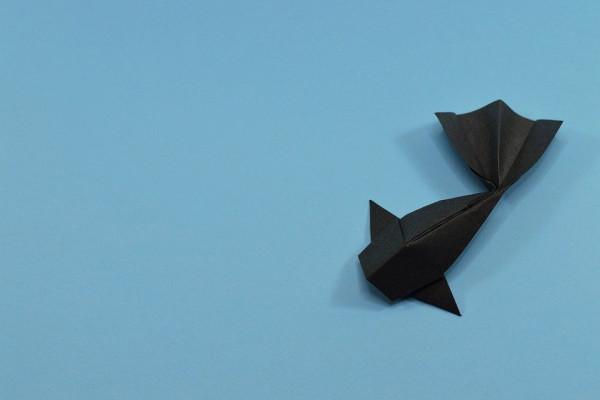 Fleet of origami paper ships passing by - Lizenzfreies Bild ... | 400x600