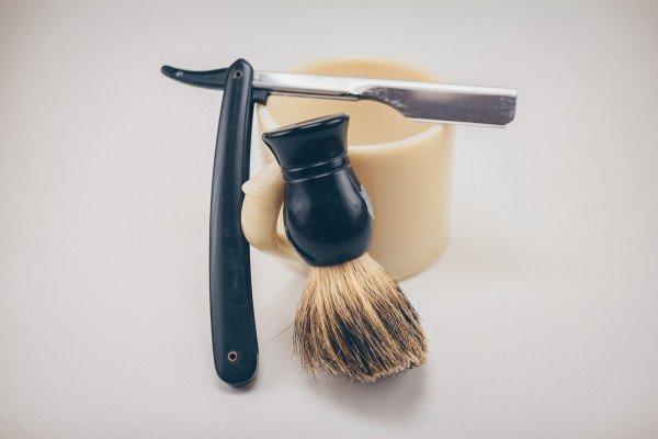 Razor for shaving
