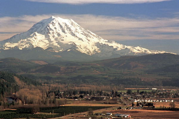 The community of Orting, Washington in 1994 with Mount Rainier (America's most dangerous volcano) in the distance. The floor of the Puyallup and Carbon River valleys consist of about 1 to 5 m of Electron Mudflow deposits.