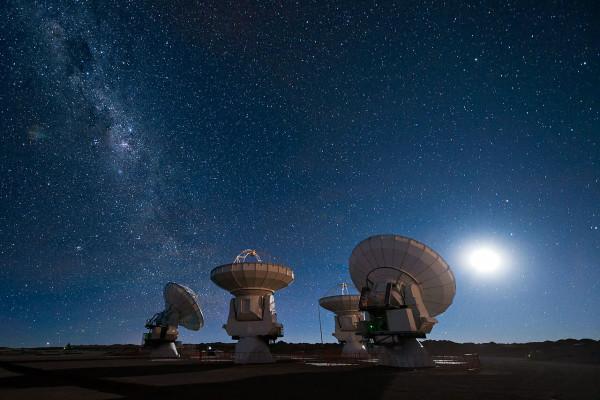 Four antennas of the Atacama Large Millimeter/submillimeter Array (ALMA)