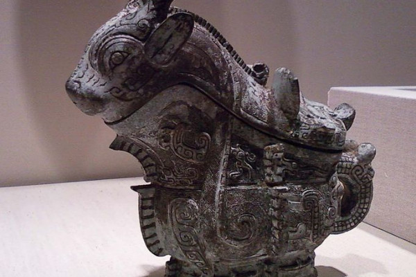 Chinese ritual wine server (guang) from 1100 BCE