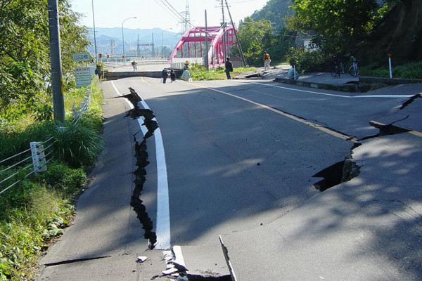 Damage to the Yamabe bridge in the 2004 earthquake at Chuetsu, Japan
