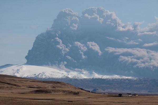 Icelandic volcano Eyjafjallajokull plume in 2010