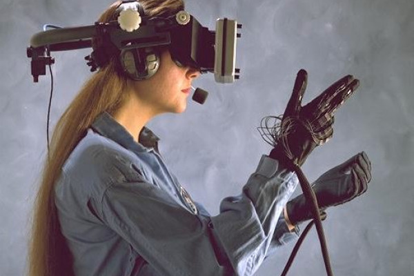 Classic Virtual reality head mounted display with glove