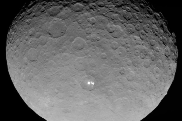 The dwarf planet Ceres photographed by the Dawn spacecraft