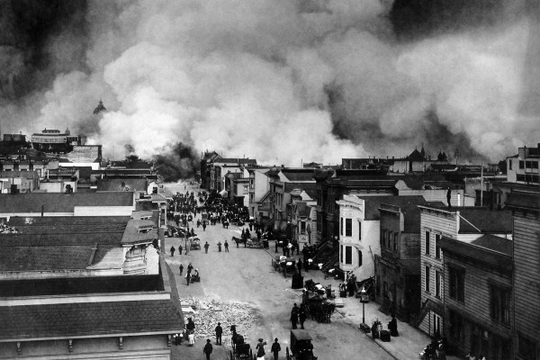 San Francisco Mission District burning in the aftermath of the San Francisco Earthquake of 1906.
