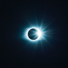 Image of the Sun's halo as moon passes by