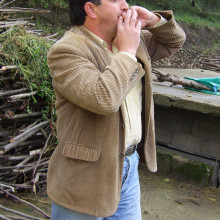 This picture shows a person whistling in the Turkish style.