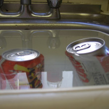 The diet drink will float, but the sugary drink sinks